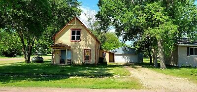 Beautiful Single Family Home Escape the city Shed Quiet town Lake and Pool