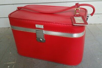 Vintage red Amelia Earhart train makeup case Luggage Excellent