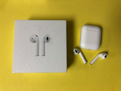 Apple AirPods 1st gen Wireless Earbuds w Charging Case - Used