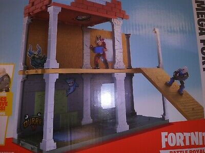 Epic Games Fortnite Battle Royale Collection Mega Fort with 2 Exclusive Figures