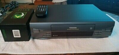 Toshiba M-455 VHS 4 Head VCR bundle with remote