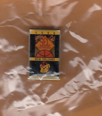 Old GEORGIA BULLDOGS SEC BASKETBALL TOURNAMENT PIN pkgd