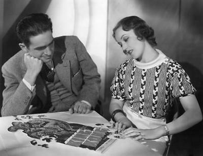 FAY WRAY PUTTING TOGETHER A KING KONG PUZZLE   8X10 PHOTO 69