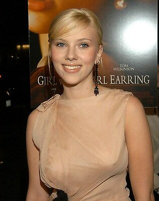 Scarlett Johansson in a 8 x 10 Glossy Photo pok