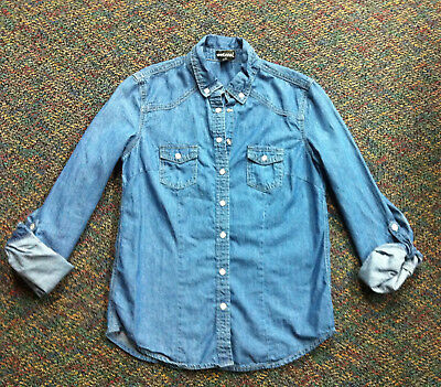 Wet Seal denim shirt size M Juniors pearl snaps roll up sleeve with snap fitted