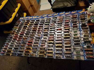 Hot Wheels Mixed lot of 30 Cars will vary in age- no duplicates- FREE SHIPPING
