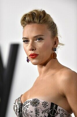 Scarlett Johansson in a 11 x 17 Glossy Photo Poster marriage story premier in