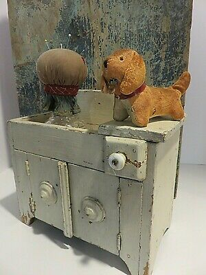 DELIGHTFUL SM VINTAGE STUFFED DOG PIN CUSHION WITH TAPE MEASURE TONGUE