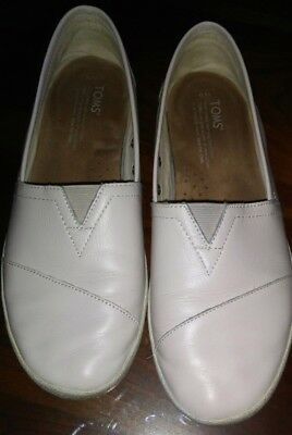 TOMS Leather Shoes Womens Size 9 Beige Slip On Shoes
