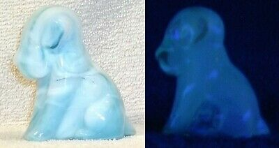 Boyd Glass MADE in 2007 Pooch Pooche Dog Puppy Paperweight SLAG White Blue FUND