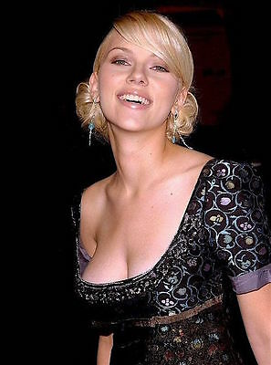 SCARLETT JOHANSSON mucho cleavage color 8x10 night out candid photo