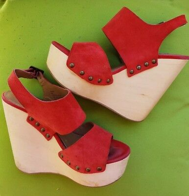 Steve madden Auraa wood and gorgeous red suade leather heel Wedge very cute