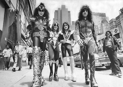 Kiss in NYC 24x36 Poster