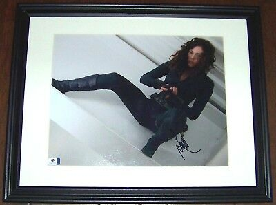 Scarlett Johansson AVENGERS BLACK WIDOW Signed Auto 11x14 Photo GA GV GAI COA
