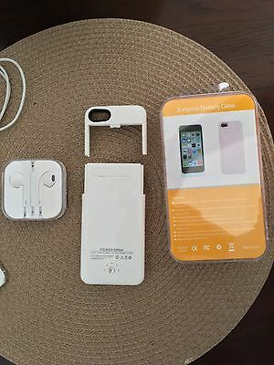 Apple iPhone 5 - 16GB - White - Silver  Sprint Smartphone With NEW Charging Case