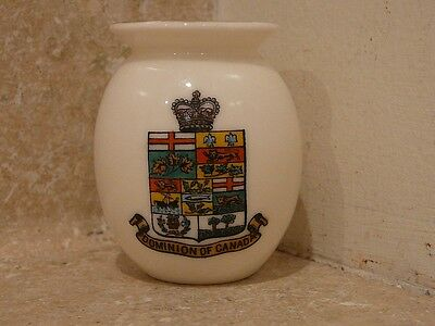 WH GOSS CRESTED CHINA DOMINION OF CANADA ROMAN URN SILCHESTER READING MUSEUM