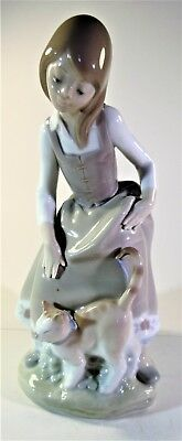 VINTAGE PORCELAIN LADY FIGURINE OF WOMEN AND HER CAT