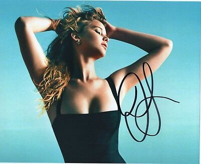 Jennifer Lawrence signed 8 x 10 photo Great Condition