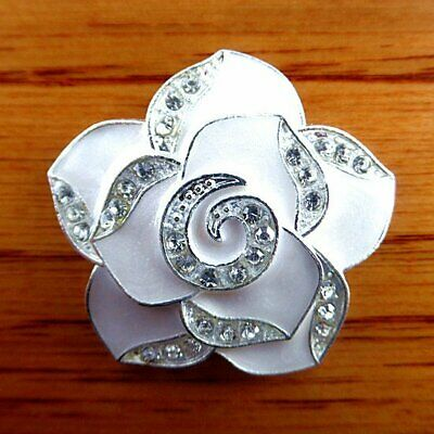 P51674 White Flower Alloy Cab Cabochon 404mm