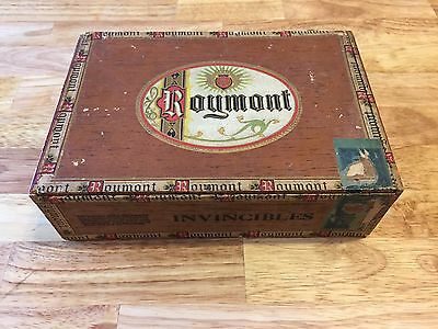 Cigar Box with lot of vintage pencils