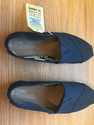 Mens size 9 TOMS classic solid canvas shoes navy blue new