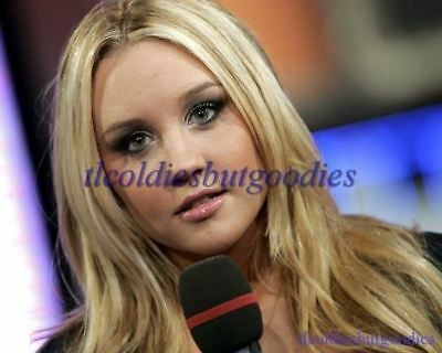 AMANDA BYNES HEAD SHOT WITH MICROPHONE WHAT I LIKE ABOUT YOU ACTRESS PHOTO 0061
