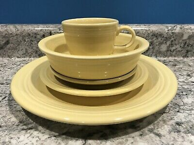 Fiesta Five 5 Piece Place Setting Yellow Fiestaware Excellent Retired Pastel