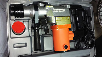 NEW IN CASE CHICAGO ELECTRIC SDS 1 ROTARY HAMMER 41983 WITH BITS AND CHISEL