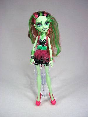 Monster High Zombie Shake Venus McFlytrap Doll w Clothing Clothes Shoes Outfit