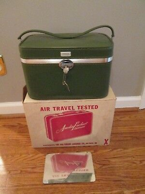 VINTAGE AMELIA EARHART LUGGAGE COSMETIC 201 TRAIN CASE AVOCADO GREEN-CARRY ON