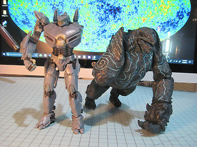 Pacific Rim Neca Kaiju Leatherback And Jaeger Striker Eureka 7 Damaged