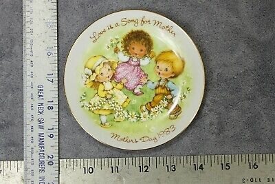 Avon Mothers Day Plate 1983 - Great Gift for Mom