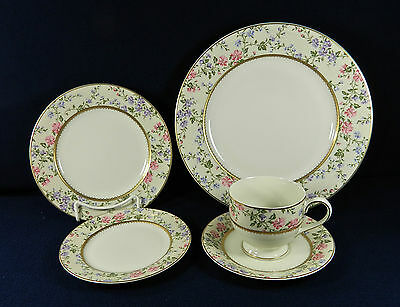 28-PIECES OF MIKASA SPRING MOIRE PAT LAP11 FINE CHINA