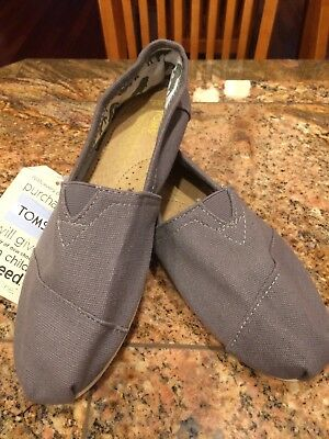 NWT TOMS CLASSIC Women's Canvas Slip On Gray Grey Flats Size 9