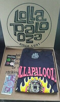 Lollapalooza T-shirt Large - Pins - Souvenir Tickets NEW