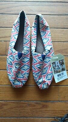 Toms Women's White tan Pink Blue Abstract Pattern Flats Size 9 shoes