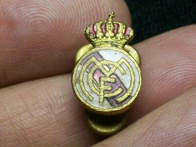 Real Madrid - Spain Football Soccer Club Old Buttonhole Pin Badge Futbol