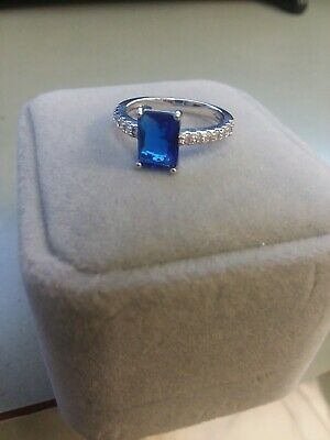 New in Box Size 5 Solitare Ring w CZ Pave Detail Kate Middleton Engagement Look
