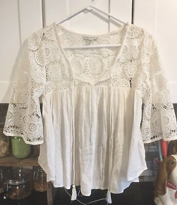 Preowned American Eagle Outfitters Cream Color Top Is Size Medium