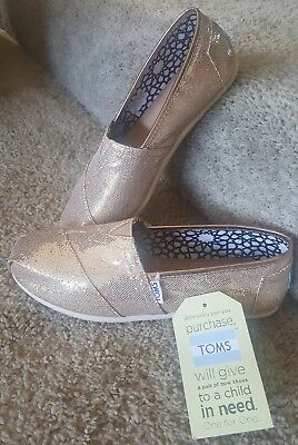 NWT  Womens Classic Toms Shoes Rose Gold Glimmer Classic Size 7-5 M