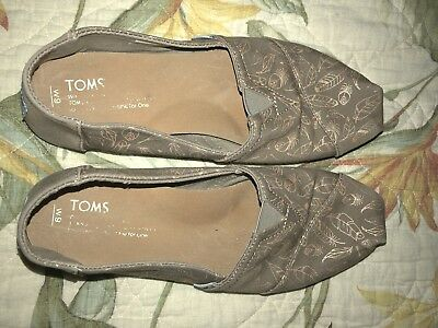 Toms Womens Slip On Shoes Size 9Brown Gold Metallic Feathers Vegan