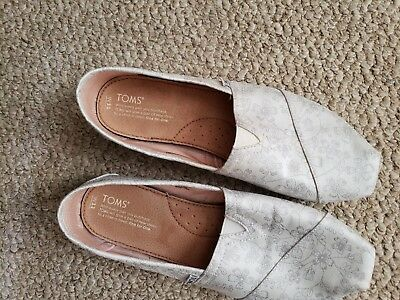 Toms Womens sz 11 White with Silver Thread stitching slip on shoes