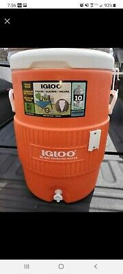 Igloo Products Corp- Igloo 10 Gallon Seat Top Beverage Jug with spigot