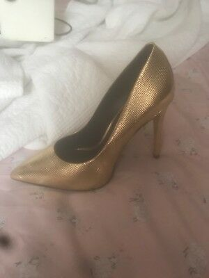 Aldo Gold pointy womens Heels size 6-5 only wore once