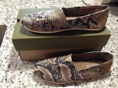 Toms 8W Taupe Tan Gray Black Snakeskin Suede Slip-On Shoes New No Box