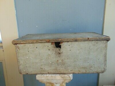 SMALL ANTIQUE DOVETAILED WOODEN BOX IN ORIGINAL PAINT - Early 19th Century