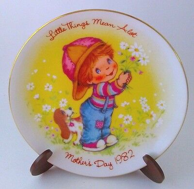 Vintage Mother's Day 1982 Plate-Young Boy - His Dog wFlowers For Mom-Avon
