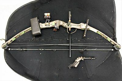 Hoyt USA Right Hand Camouflage Compound Bow w Soft Case
