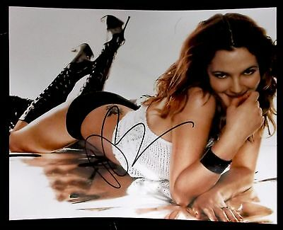 DREW BARRYMORE Autographed VERY SEXY Signed 8x10 PHOTO