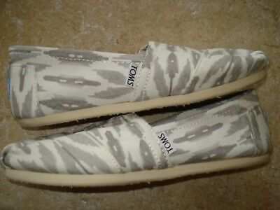 TOMS Womens Canvas Flats Size 7-5 White and Gray Excellent